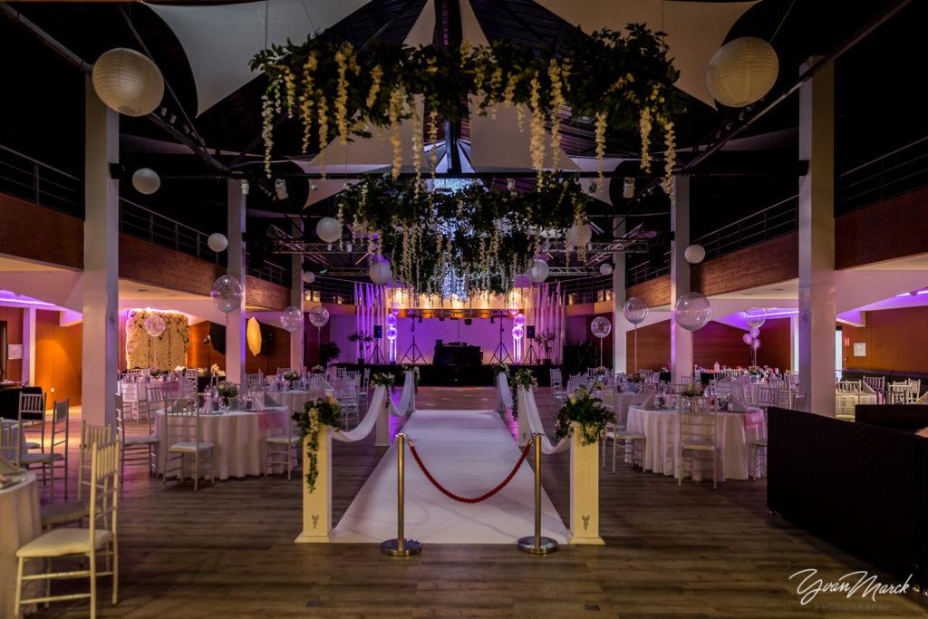 Soirée au RJ16 Illkirch,décoration de la salle pendant la journée de mariage par yvan marck photographe de mariage a strasbourg en alsace