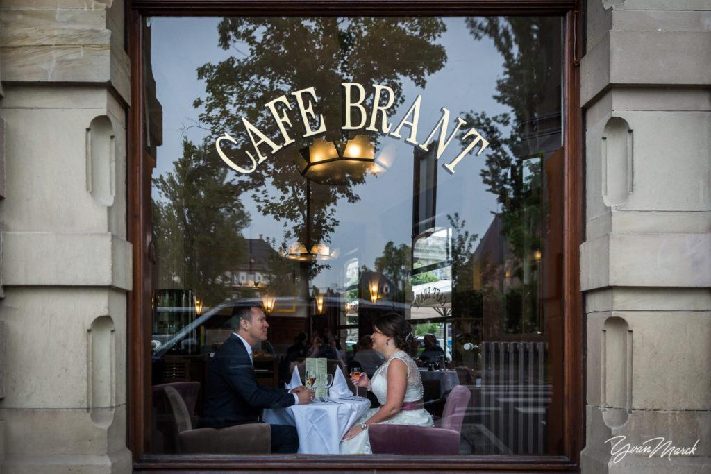 Café Brant mariage franco-brésilien à la villa quai sturm par yvan marck photographe de mariage à strasbourg Alsace