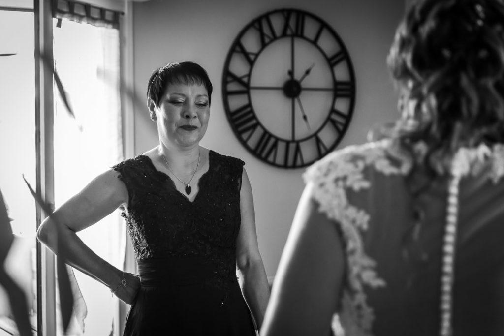 regard maman de la mariée