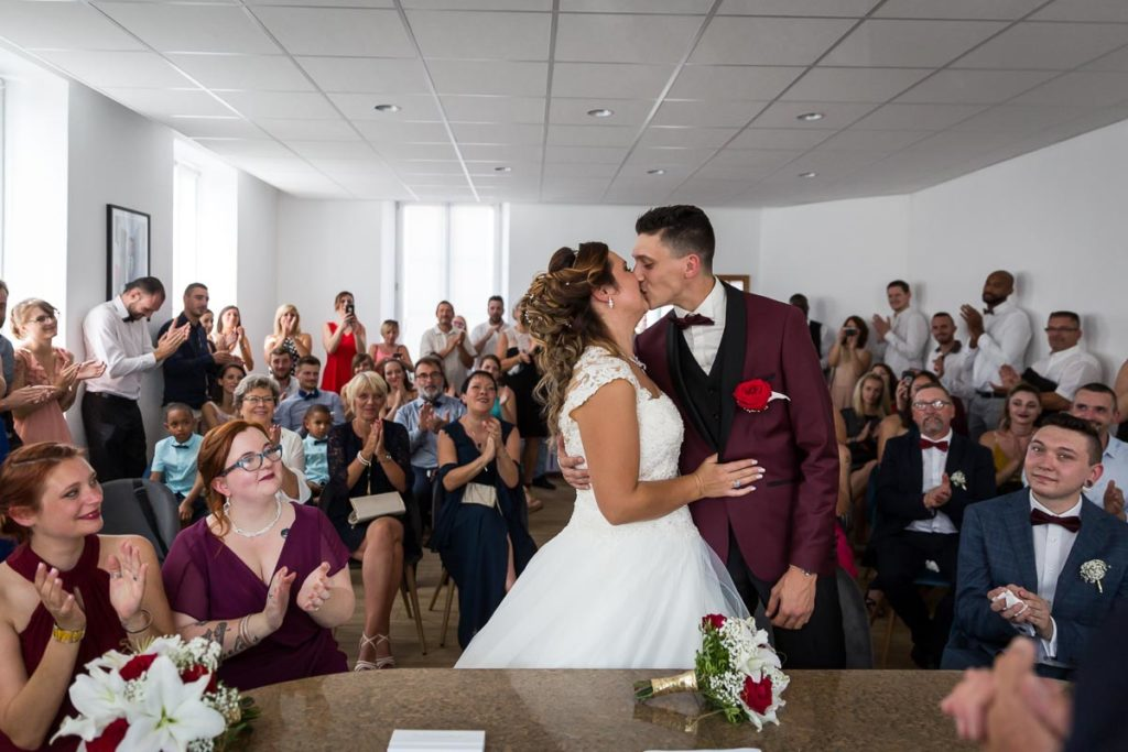 le baiser ceremonie mariage mairie