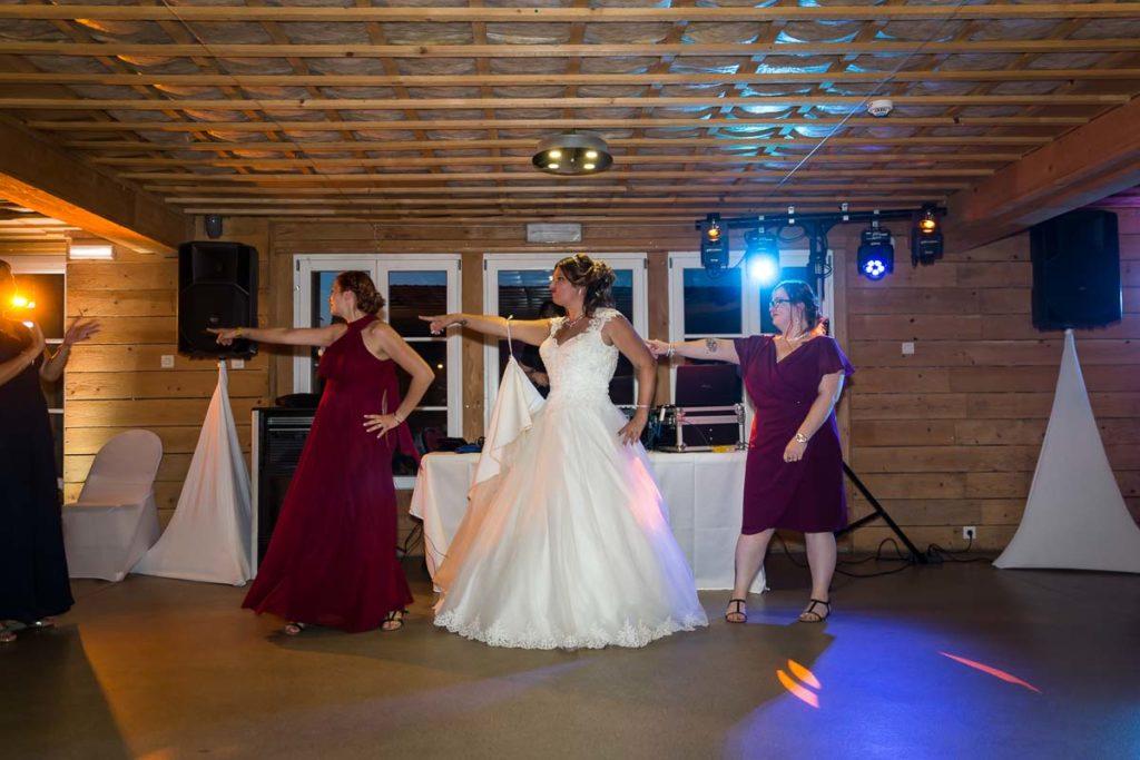 la danse des témoins soirée mariage conte de fée