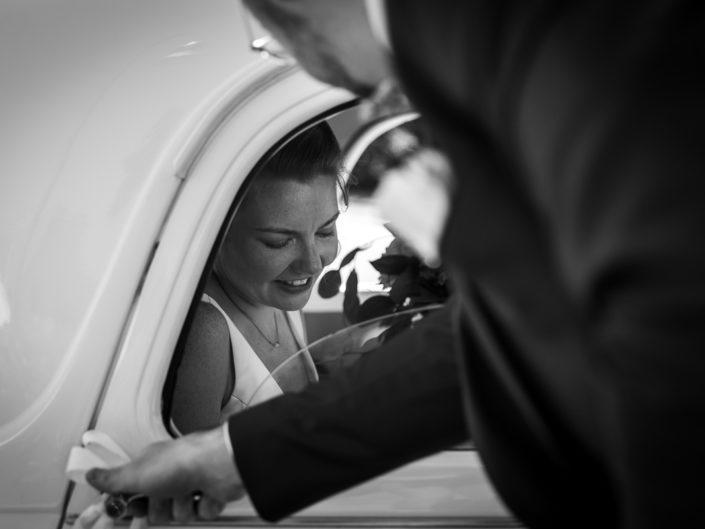 sortie voiture location mariée photographe mariage