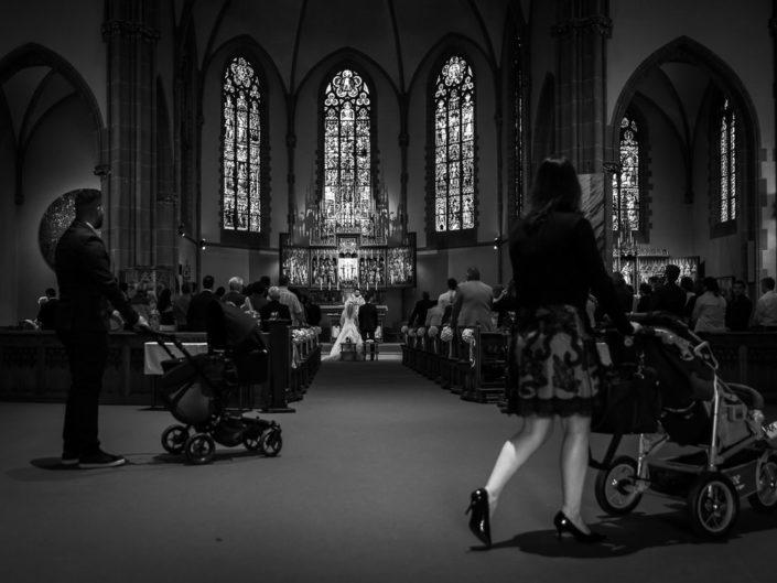 ceremonie eglise mariage enfants pousettes