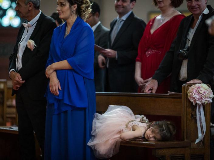 ceremonie eglise mariage enfant dort