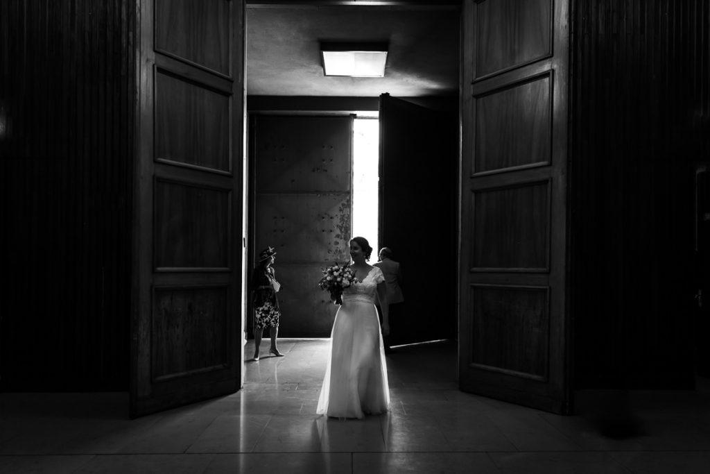 la mariée entre dans la synagogue de strasbourg