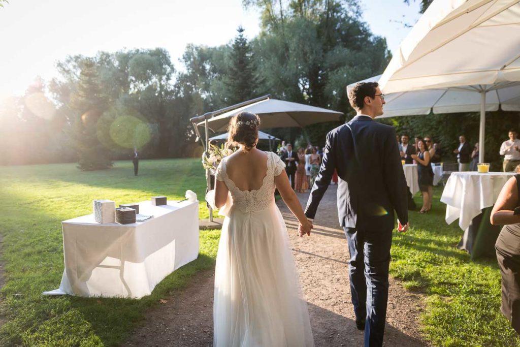 arrivé des mariés au cocktail