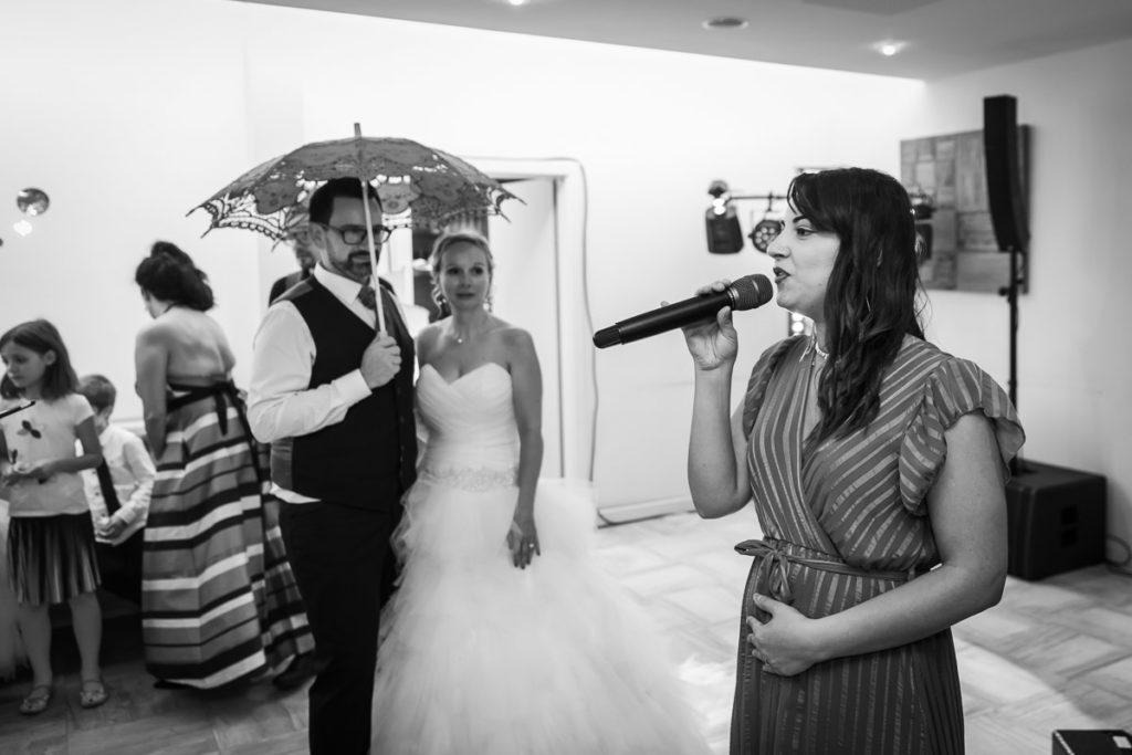 danse mariées parapluis