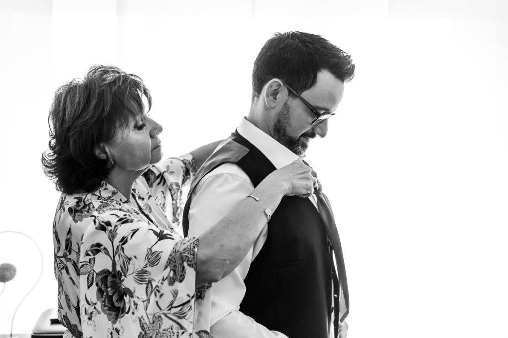 mère et fil préparatifs mariage