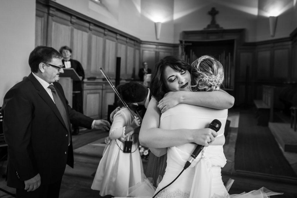 hugs à l'église