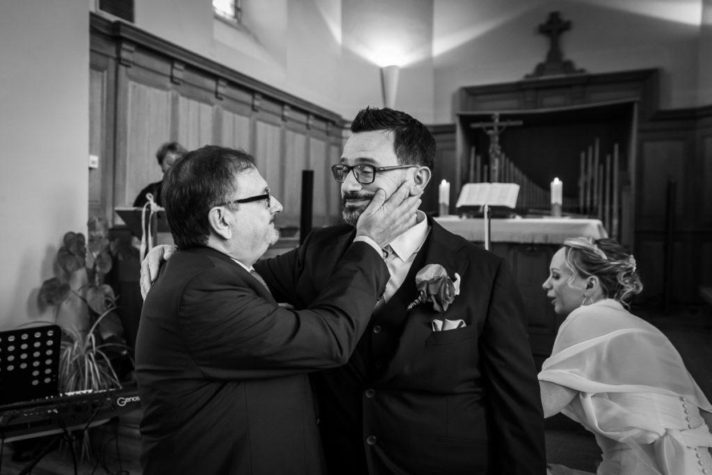 père et fils à l'église