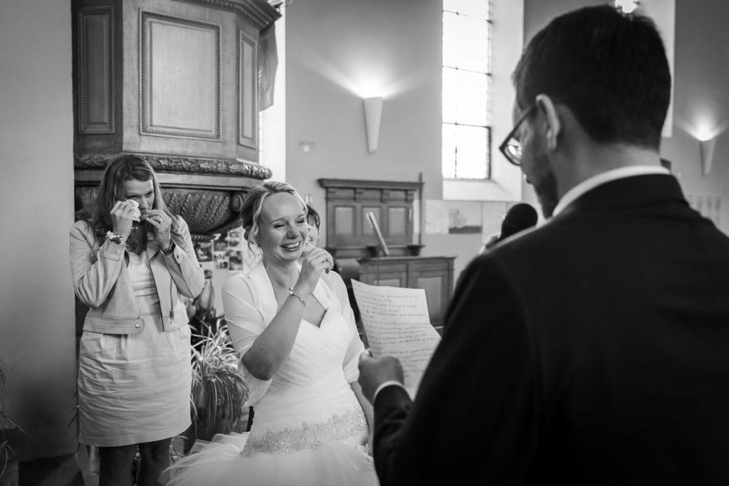 fou rire des mariés à l'église