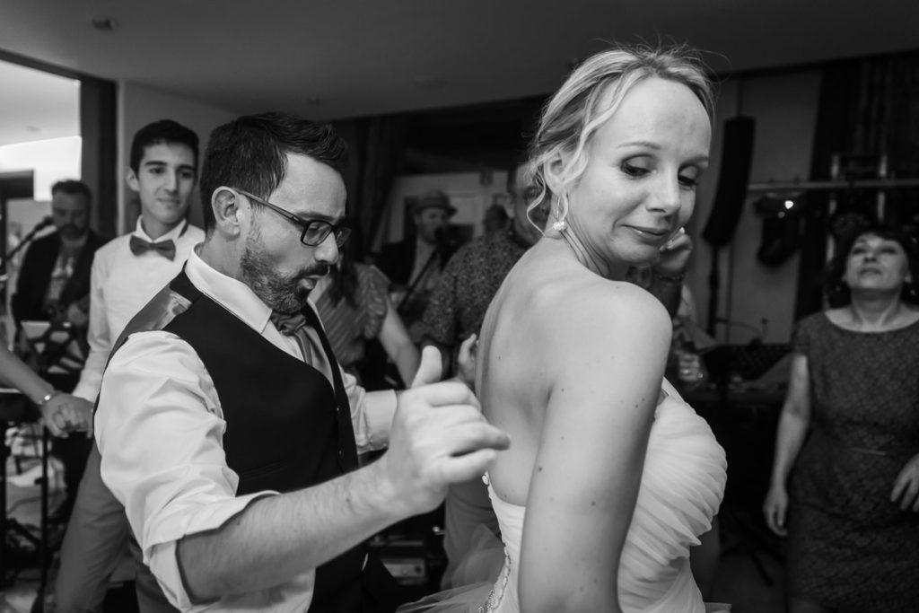 couple mariée dansent soirée mariage