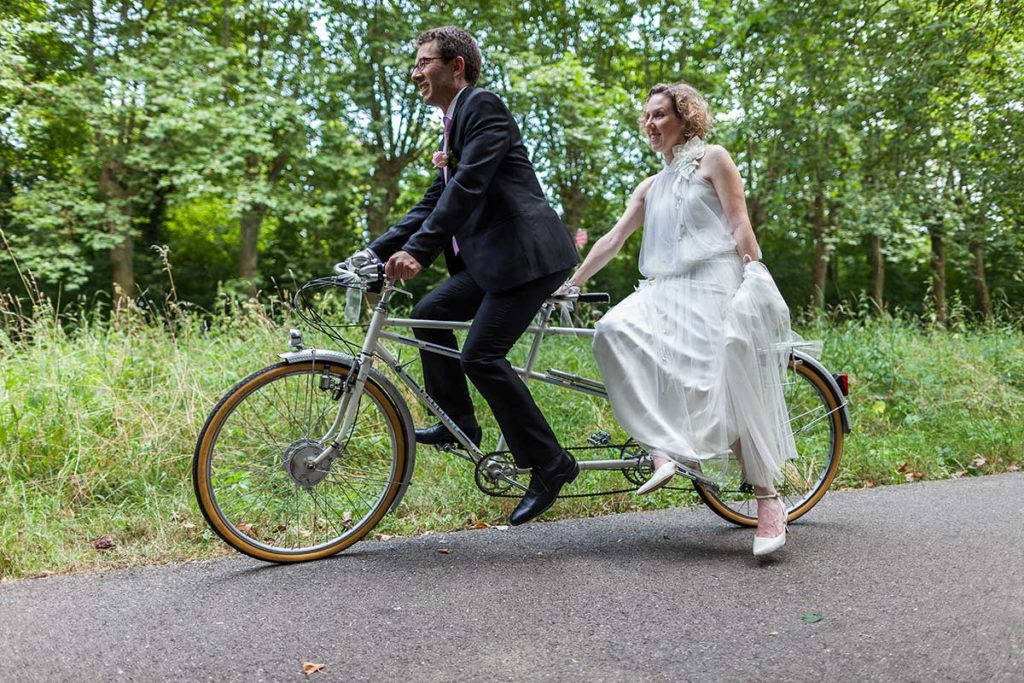 idee maraige original couple sur tandem
