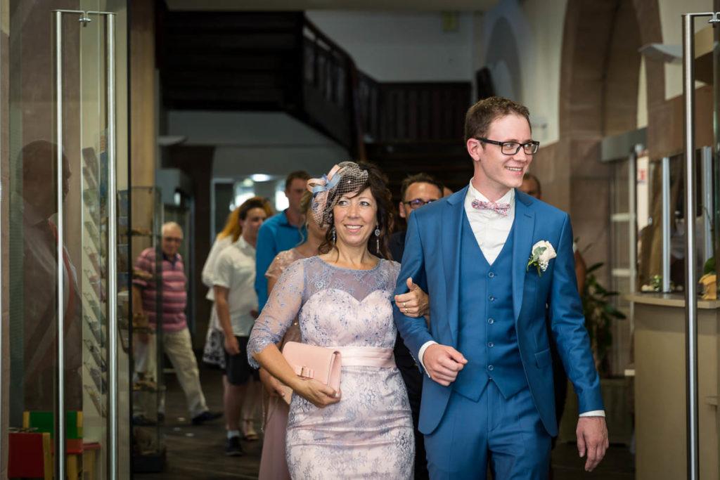 arrivée du marié à la mairie