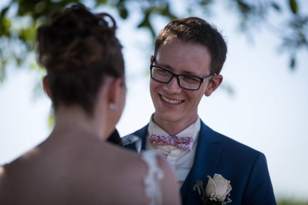 regard du marié