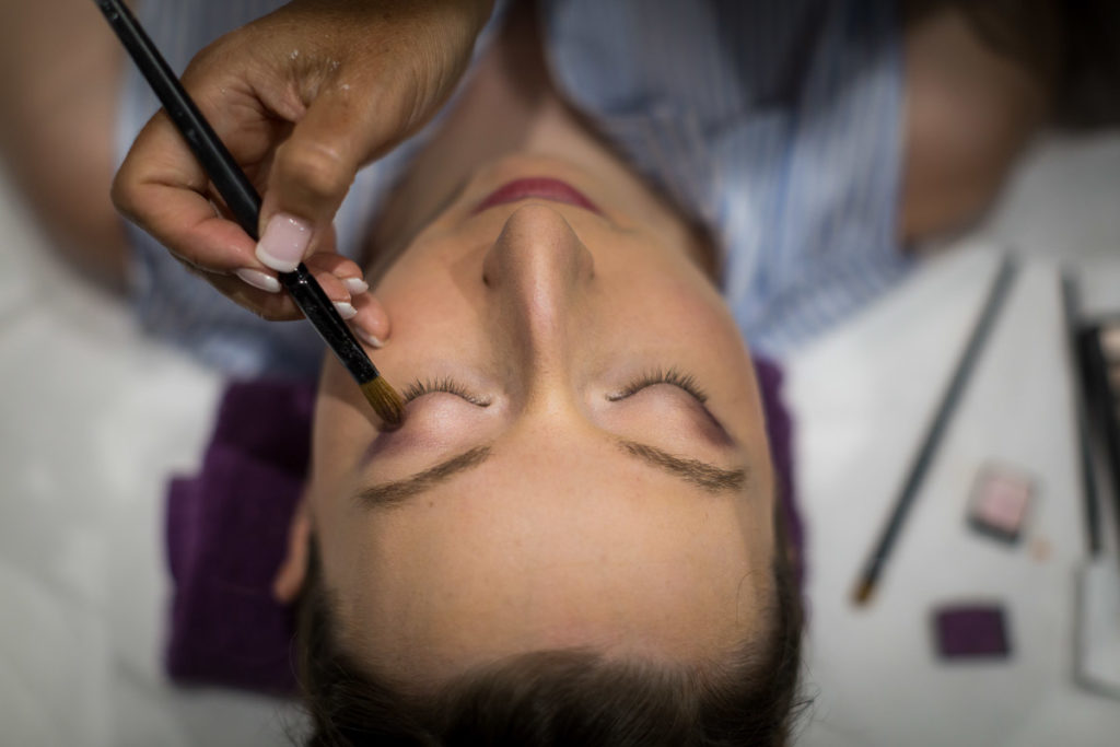 détail maquillage mariée