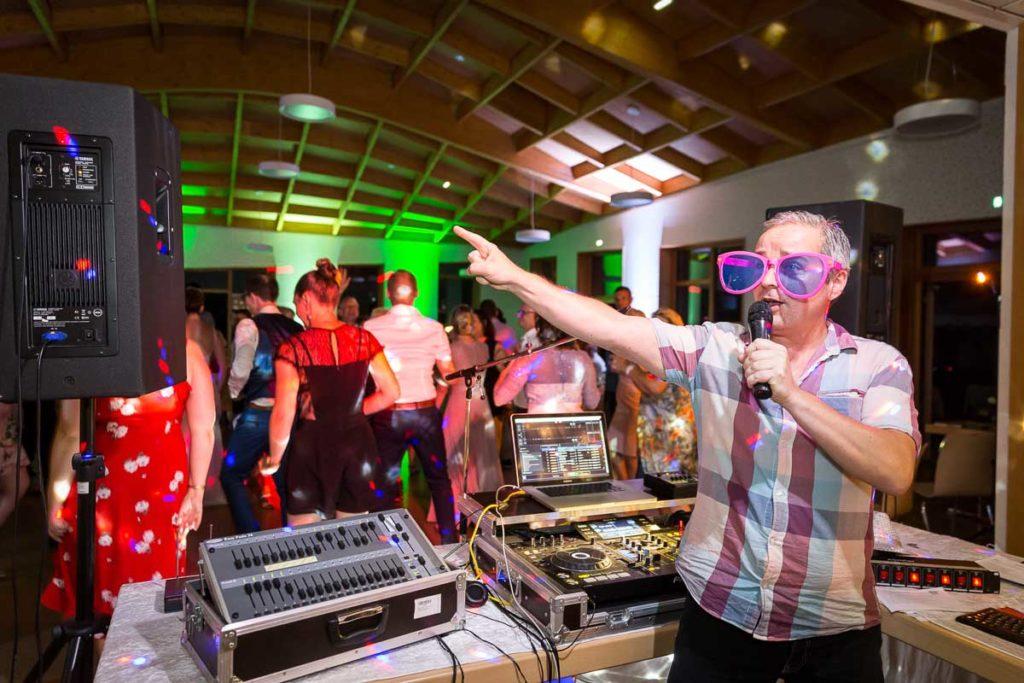 le dj en soirée de mariage