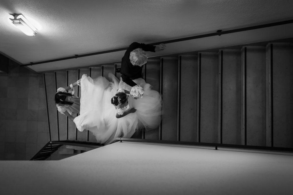 mariage alsace ceremonie brumath mariée dans escalier photographe mariage
