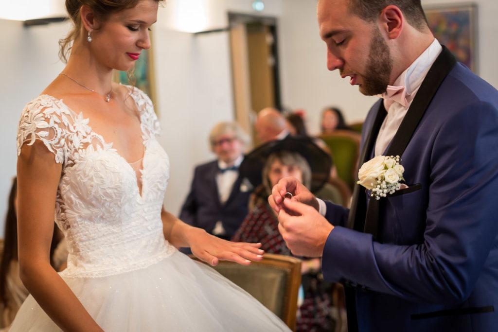 mariage alsace ceremonie brumath bague au doigt photographe mariage