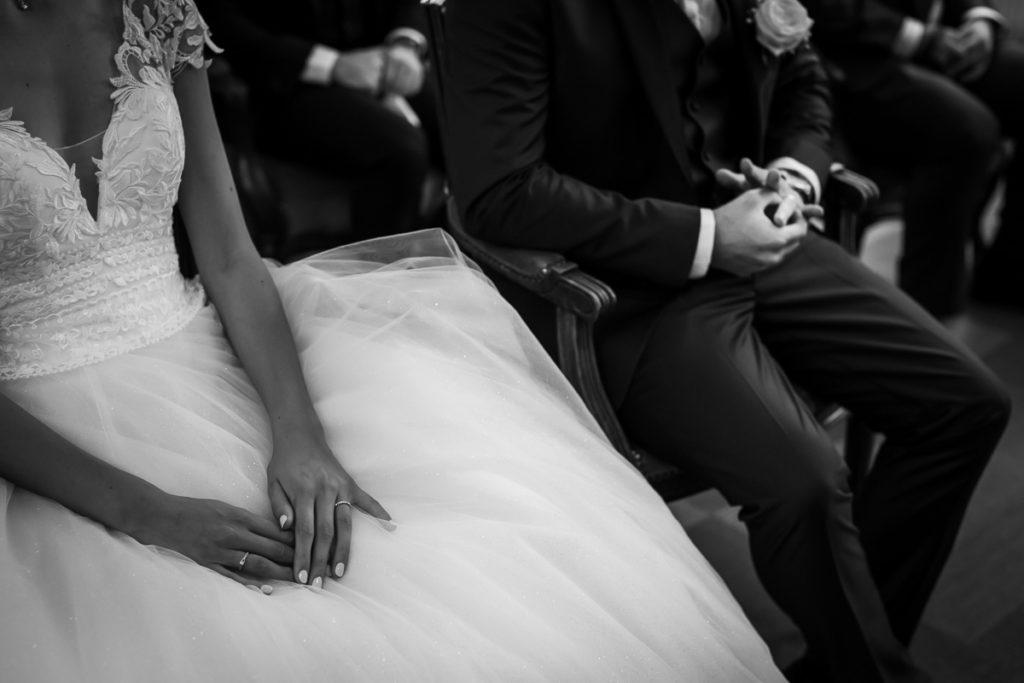 mariage alsace ceremonie brumath detail mains photographe mariage